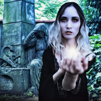 vampiri-energetici-donna-luce-900
